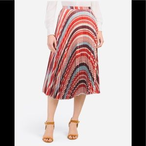 ❤️ G O R G E O U S ❤️ NWT Pleated Skirt  ❤️